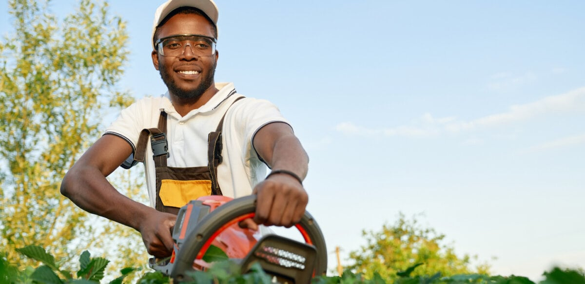 How Much Do Landscapers Make? | Thimble