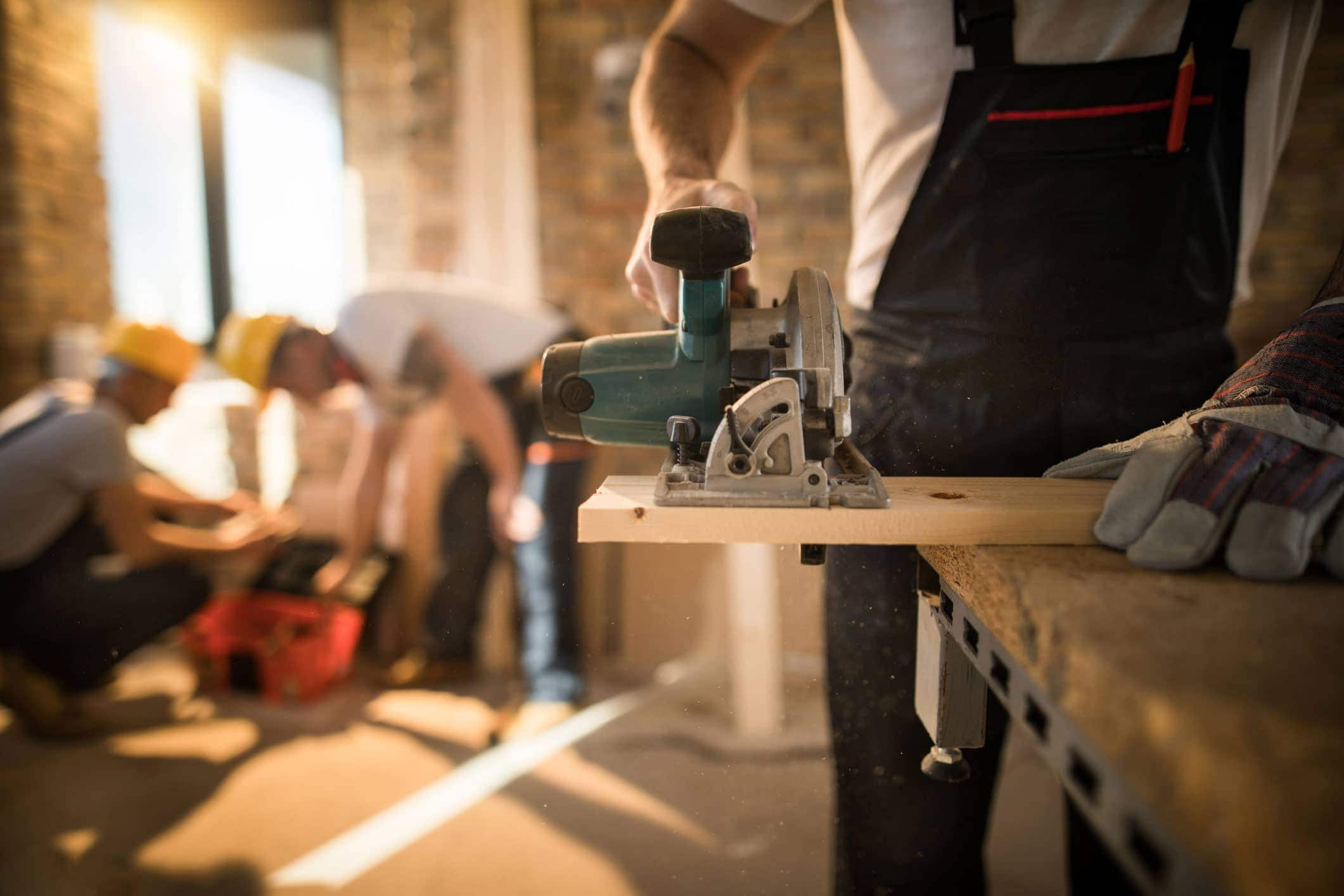 Handyman vs. general contractor: What can a handyman legally do? | Thimble