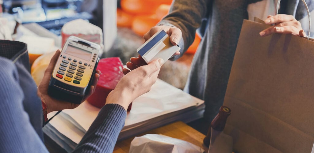 customer handing credit card to cashier